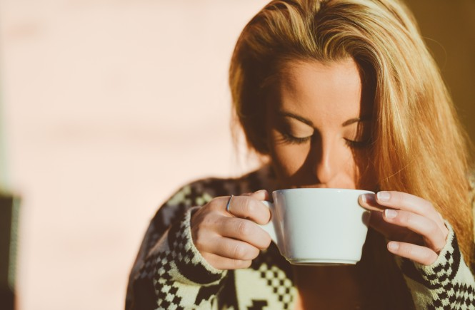 blond-girl-peacefully-drinking-coffee-at-sunrise_